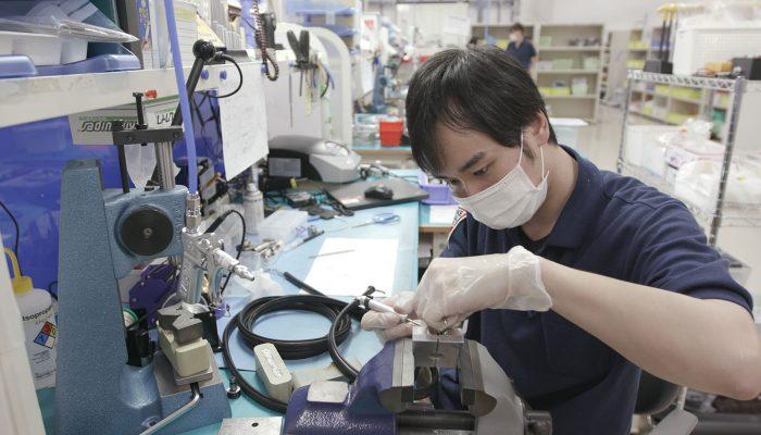 医療機器修理の様子