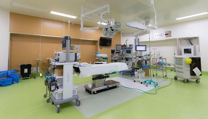セッティングが終了した手術室